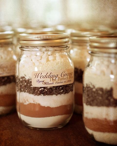 Easy To Make Cocoa Mix Winter Wedding Favors (via thebridescafe)