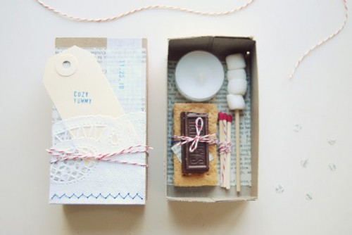 DIY All-In-On Smores Kits As Wedding Favors (via valleyandcoblog)
