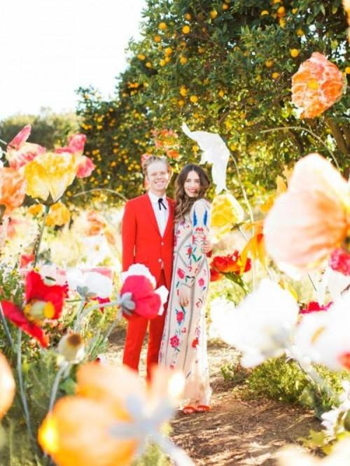 15 Fabulous Oversized Flower Wedding Decor Ideas
