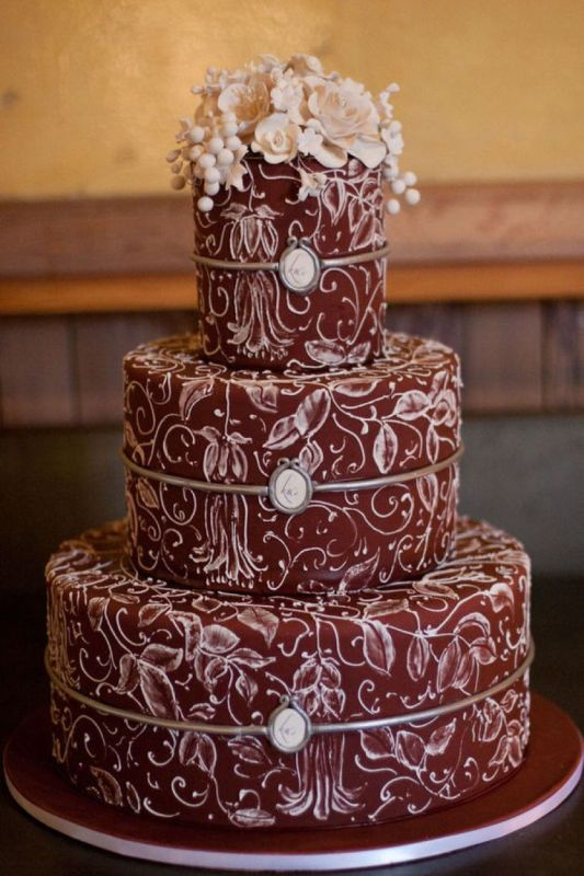 Picture Of stunning marsala wedding cake ideas  3