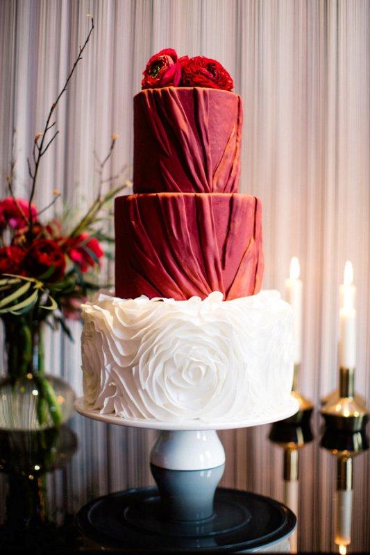 Picture Of stunning marsala wedding cake ideas  5