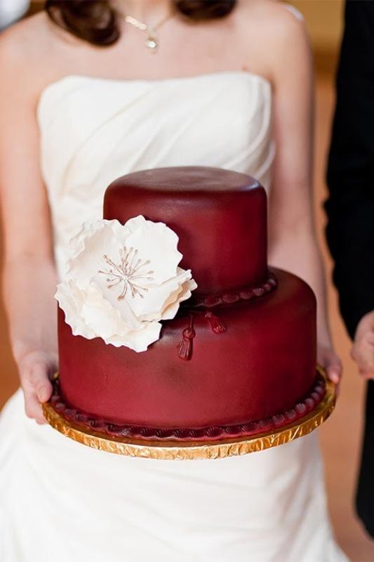 Picture Of stunning marsala wedding cake ideas  6