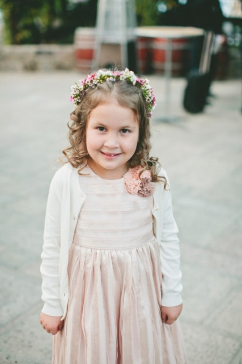 17 Pretty And Warm Winter Flower Girl Outfits - Weddingomania