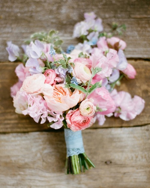 18 Tender Mixed Pastels Wedding Bouquets