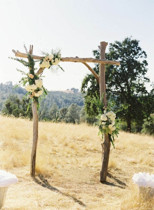 20 Amazing Non-Traditional Altars For An Outdoor Wedding ...