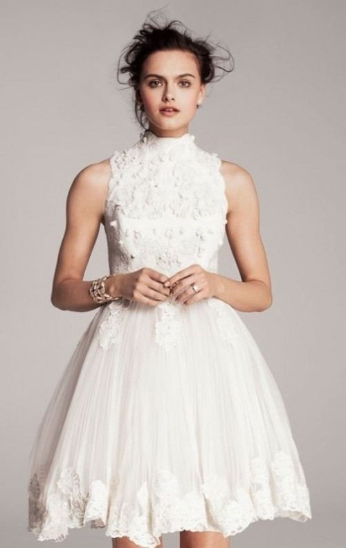 20 fabulous getaway wedding dress ideas weddingomania for Simple white dress for civil wedding
