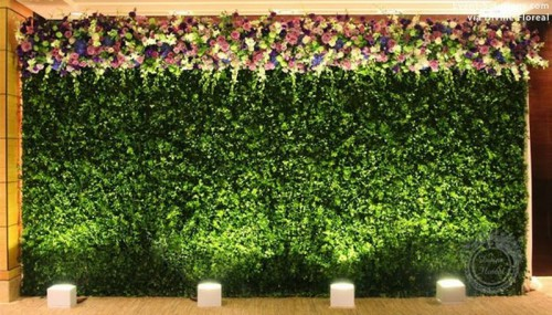 a living wall with a super lush adn bright floral garden on top is a very romantic backdrop for the ceremony and to take selfies here