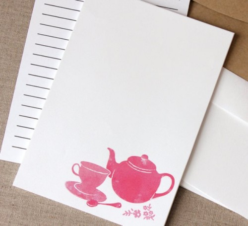 style your invitations with porcelain, tea cups and tea pots