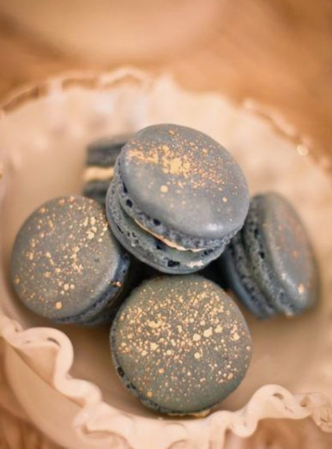 grey macarons with gold srpakles are amazing for a winter holiday or NYE wedding