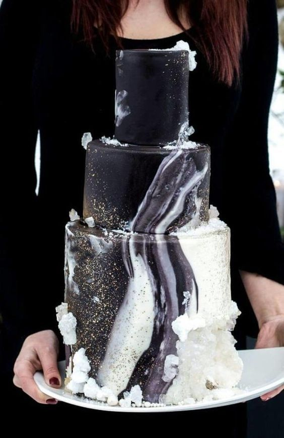 a black and white agate wedding cake with somem sugar crystals is a trendy wedding idea