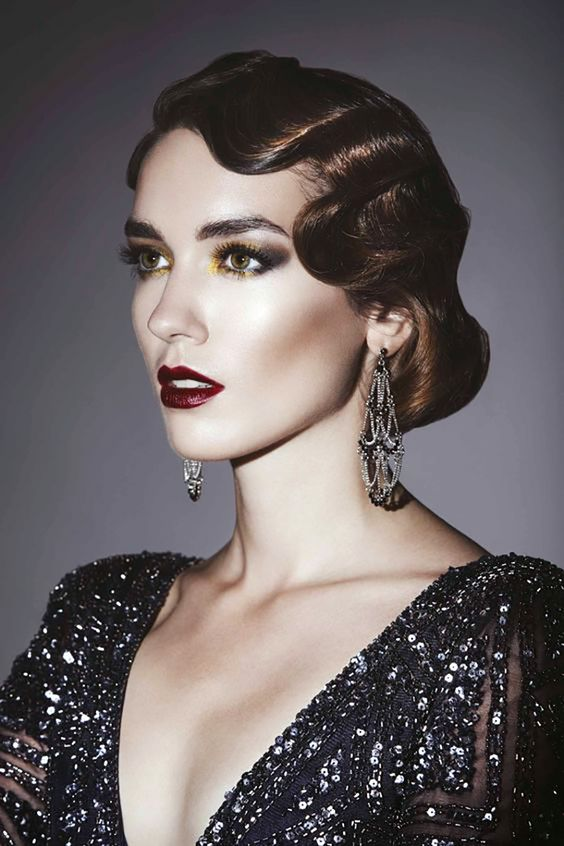 a 1920s inspired finger wave hairstyle on medium length hair