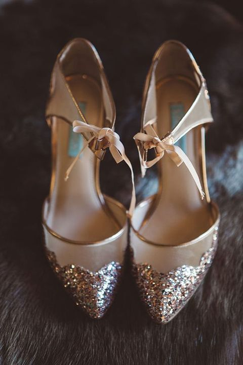 cute refined rose gold glitter wedding shoes with gold edges and bows are amazing for a glam bridal look