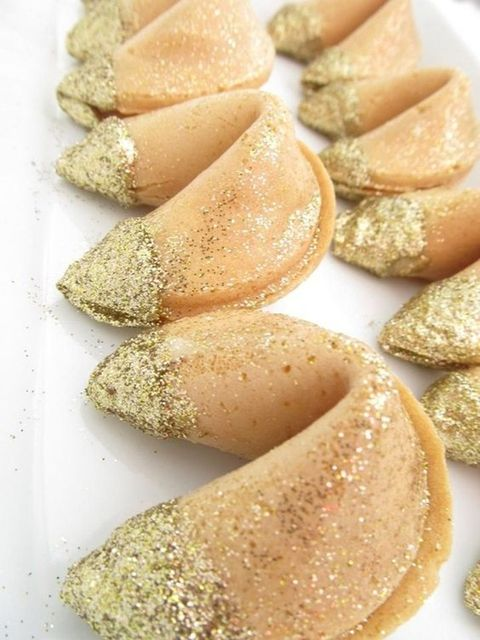 glitter fortune cookies will be perfect wedding favors for a NYE wedding, and they can be served on a dessert table, too