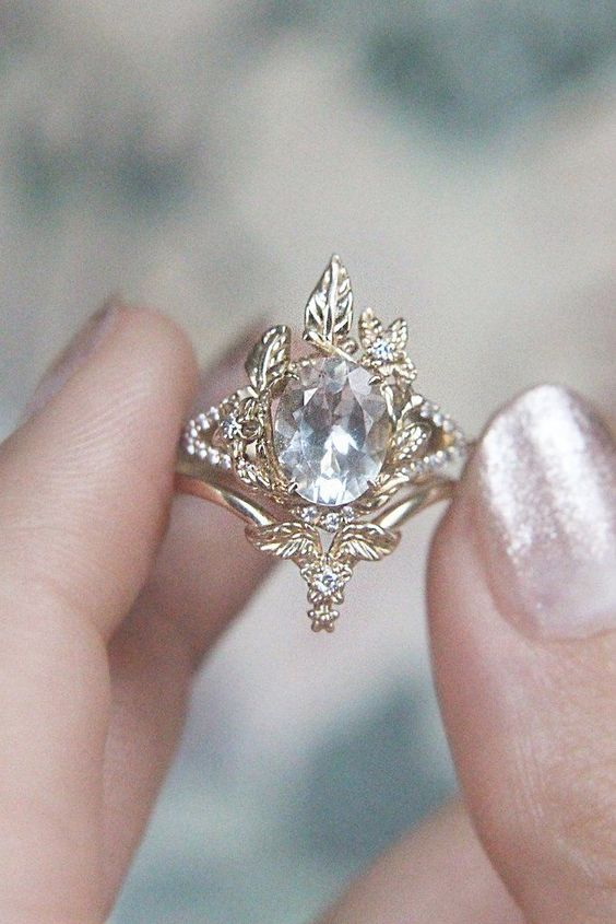 a royal engagement ring with gold leaves and diamonds is amazing, jaw-dropping and very glam
