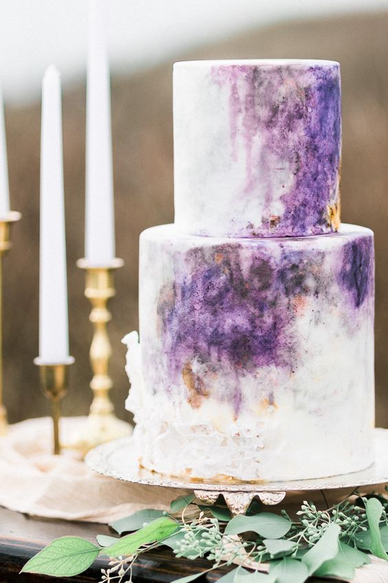 a watercolor violet wedding cake is a bold and trendy idea