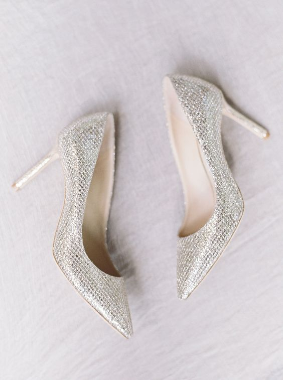 sparkling silver wedding shoes with a cool texture will make your outfit catchier and cooler