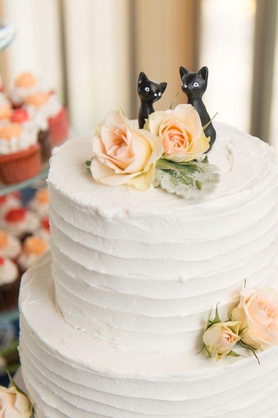 a stylish buttercream wedding cake