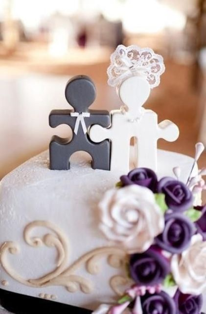 lovely black and white puzzle cake toppers showing a bride and a groom is a gorgeous idea to show that you are a perfect match
