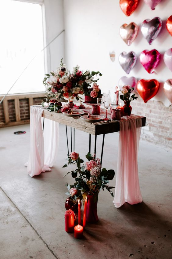 pink, red and gold decor for a Valentine's Day wedding is super cute, fun and whimsy