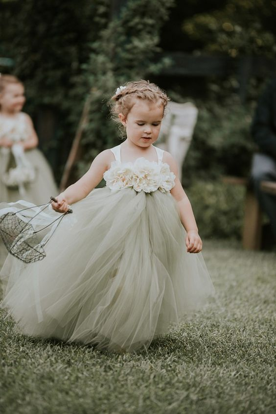 a beautiful flower girl dress of fabric blooms on the bodice and a green tulle skirt is a stylish idea with a girlish feel