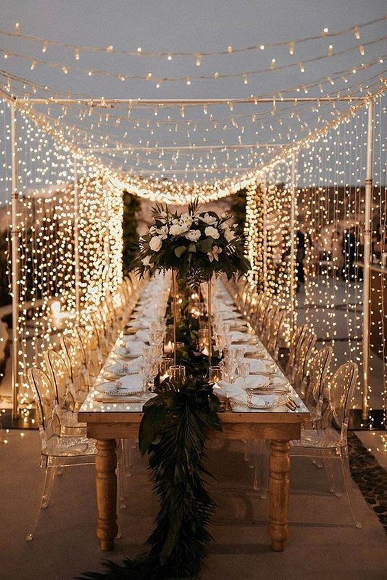 a light canopy covering the whole reception space make it super romantic, very bright and very welcoming