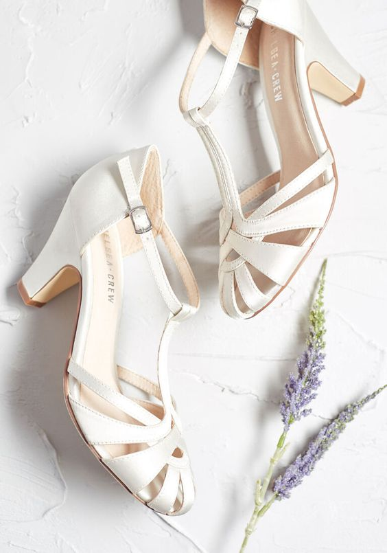 creamy vintage strappy wedidng shoes with T straps and comfortable heels are great for a vintage bride