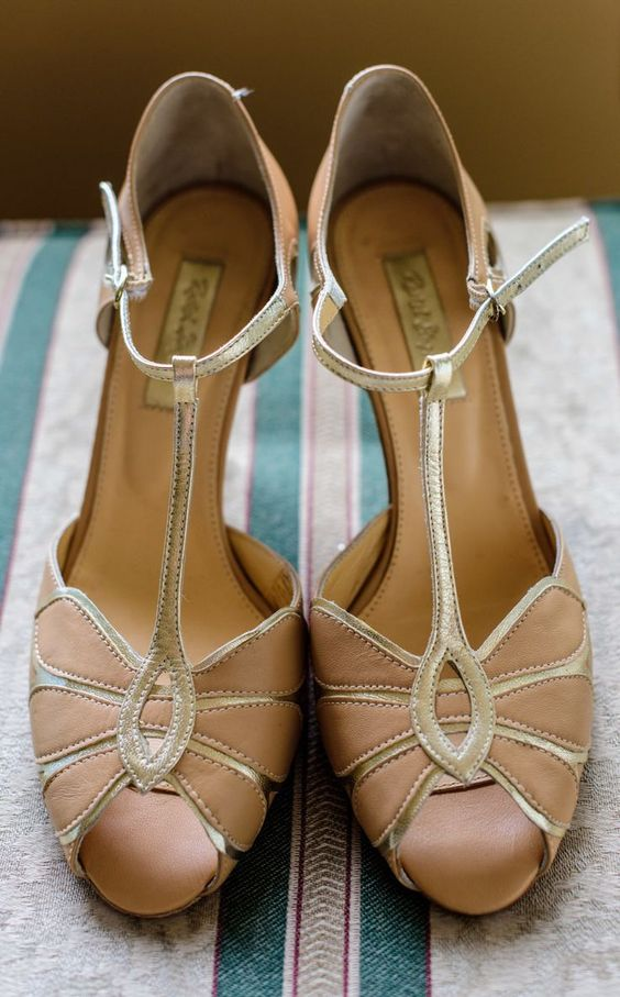 vintage blush wedding shoes with gold touches, peep toes and T-straps for a romantic and chic look