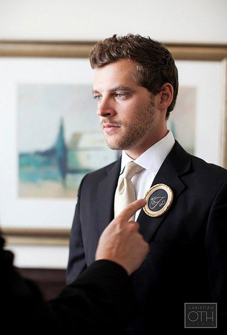 a chalkboard with a monogram and in a refined frame is a very chic solution for a refined vintage-inspired groom's look