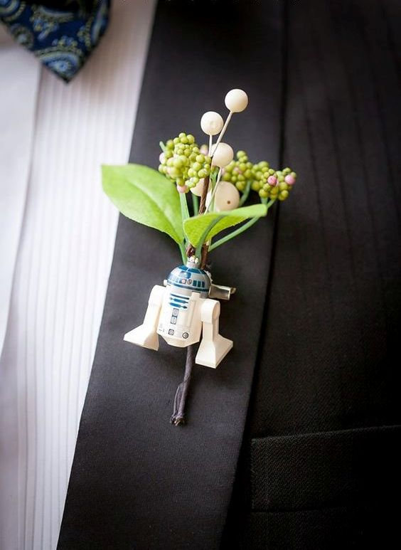 an R2D2 wedding boutonniere with berries and greenery is a fresh and bold idea for a groom who loves Star Wars