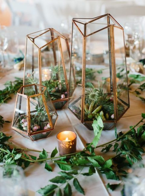 terrariums with greenery, air plants and succulents plus candles and greenery around is a trendy idea