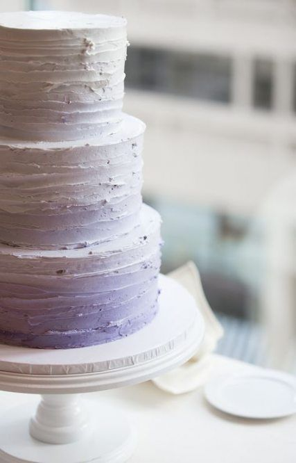 a textural ombre lilac wedding cake of three tiers is a chic and stylish idea to go for
