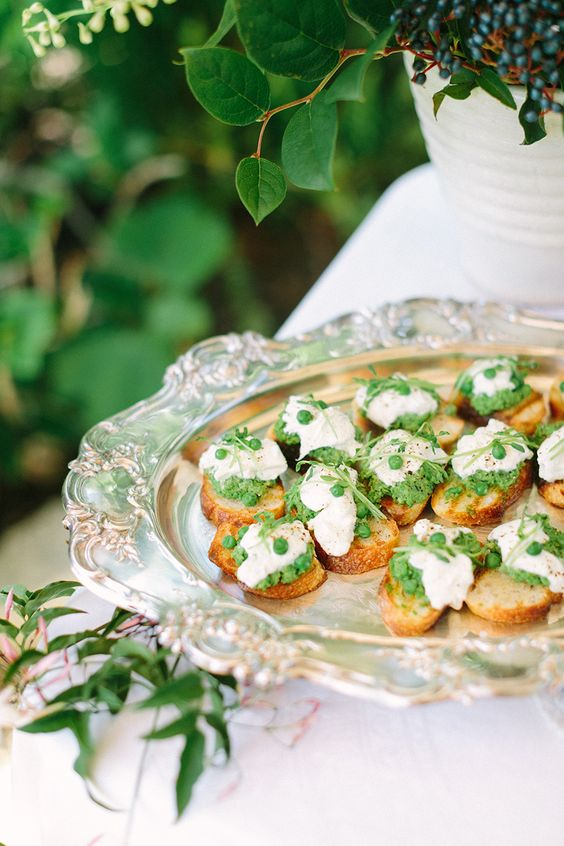 fava bean toasts are delicious and very healthy, it's a win-win idea for a vegan wedding or a usual one