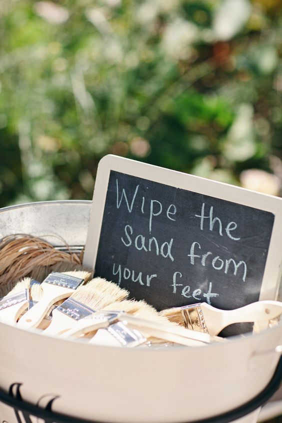 some brushes to wipe off sand from the feet are a simple and useful wedding favor idea