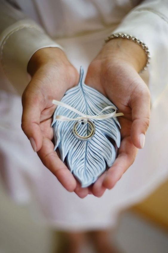 a little feather-shaped blue plate of porcelain is a cool idea to carry your wedding rings