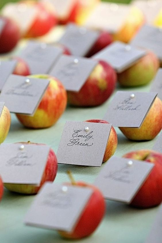 apples with cards pinned are wedding favors and escort cards at the same time