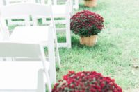 wooden baskets with burgundy blooms are perfect to line up your outdoor fall wedding aisle