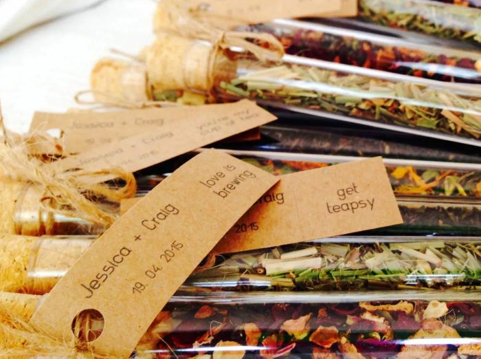 autumnal tea mix in tesy tubes and with tags is a great and very heart-warming idea of a fall wedding foodie favor