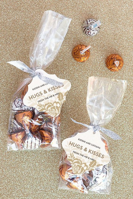 chocolate in packs with tags is a timeless idea for every kind of wedding, not only for a fall one