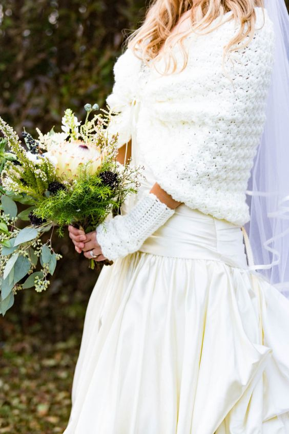 crochet white fingerless gloves are great to spruce up a winter bridal look and make the outfit amazing
