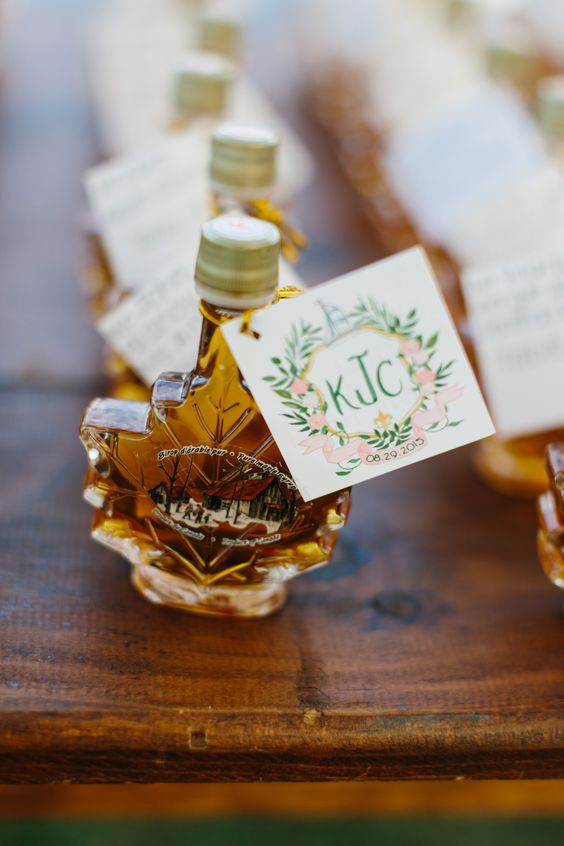 maple syrup in maple leaf-shaped bottles and with tags is a classic fall wedding favor idea and will make everyone happy