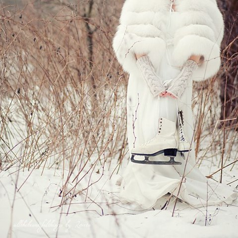 neutral cable knit hand warmers and a luxurious faux fur coverup for a sophisticated bridal look