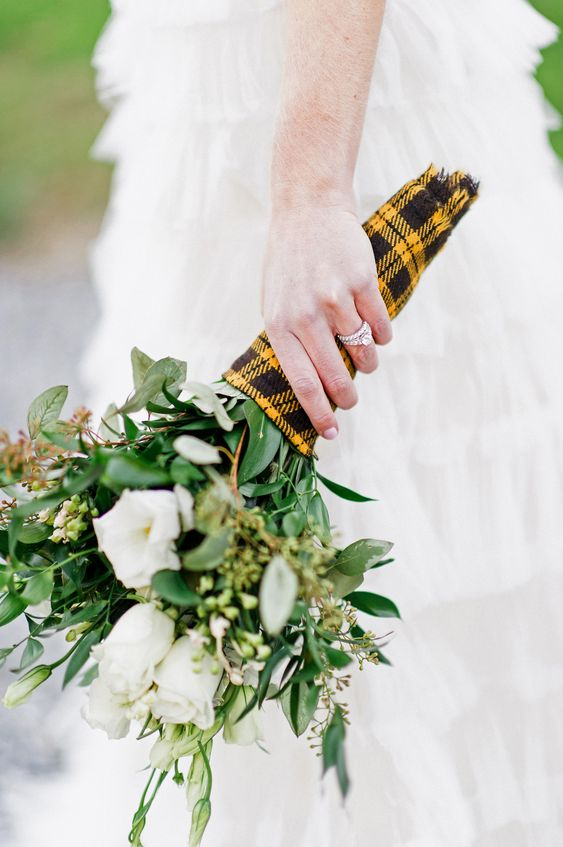 a plaid bouquet wrap is a cool idea to personalize your bouquet using the colors of your family, for example