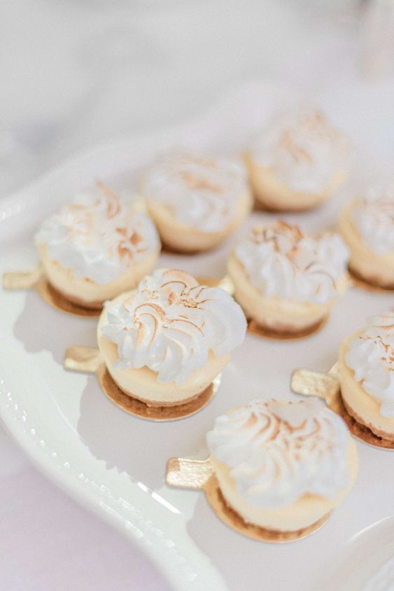 mini cheesecakes topped with meringues are delicious and very refined wedding desserts you will definitely enjoy