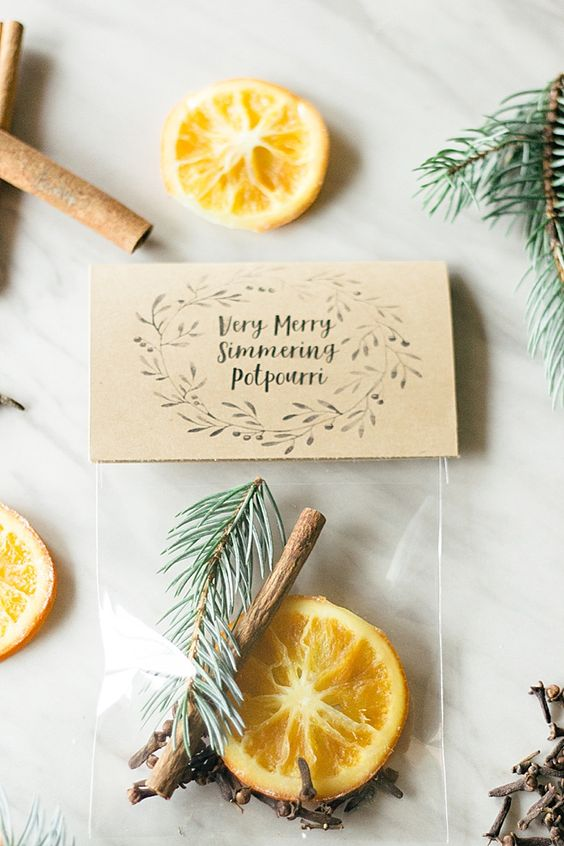 a Christmas potpourri with citrus, evergreens, cinnamon and spices is an amazing wedding favor idea with a great scent
