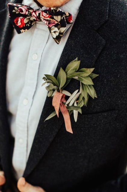 a leaf wreath boutonniere with a peachy ribbon and a colorful bow tie for accessorizing a boho look