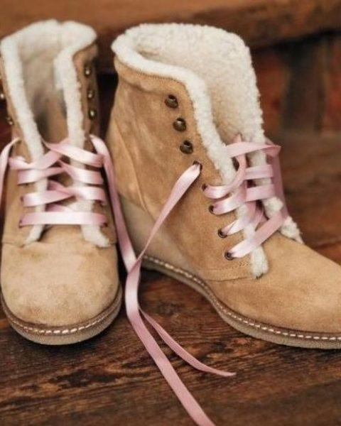 tan suede wedding boots with faux fur and pink laces look pretty and girlish and will make you feel comfortable