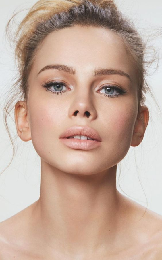 a matte nude lip, perfect tone, mascara, highlighted eyebrows is chic and cool