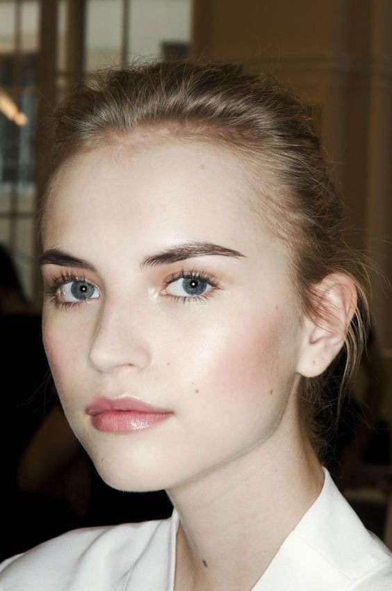 a nude makeup look with a tone, a touch of rouge, a pink glowy lip, a bit of mascara and gel for eyebrows
