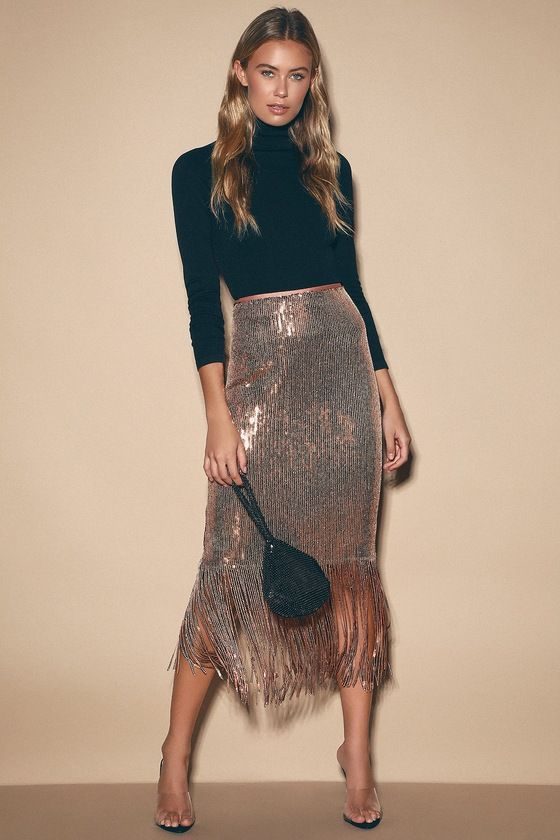 a rose gold sequin midi pencil skirt with fringe is a glam and veyr girlish idea to go for