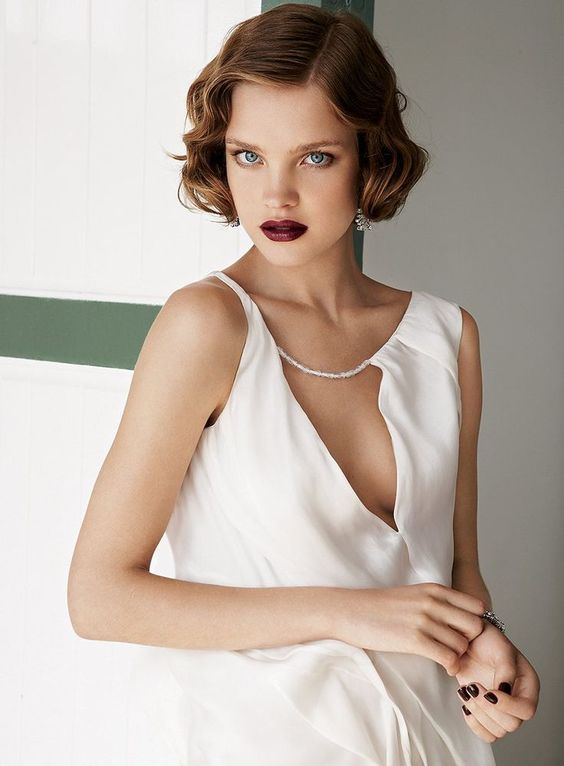 a very short curly bob hairstyle with side parting is a bold vintage-inspired idea for a bride who loves that